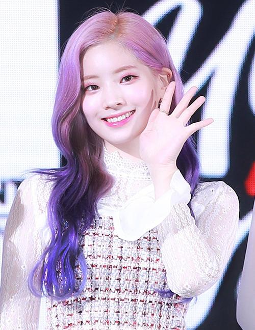 Dahyun cũng là nữ idol chinh phục tóc tím thành công trong giới Kpop.