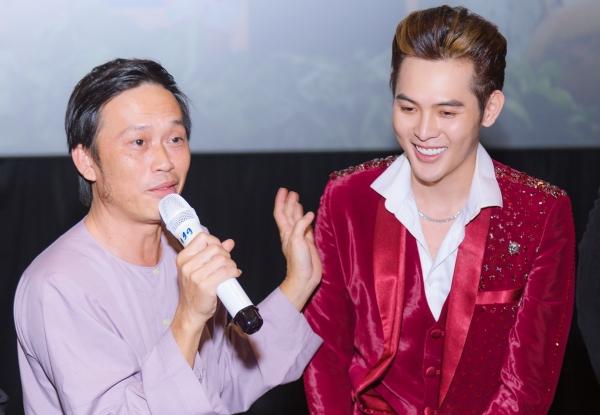 Nghệ sĩ Hoài Linh và cháu trai Võ Đăng Khoa.