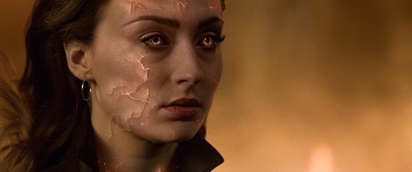 Jean Grey (Sophie Turner) nhận sức mạnh của Phoenix.