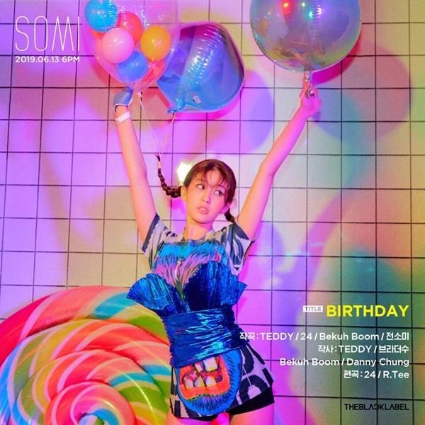 Jeon Somi tung poster quảng bá mini album đầu tay với ca khúc chủ đề Birthday.
