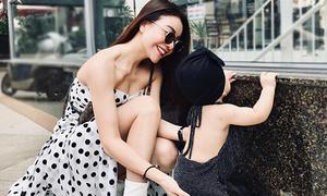 Con gái 1 tuổi của Trà Ngọc Hằng mặc váy khoét lưng, xách túi nghìn đô