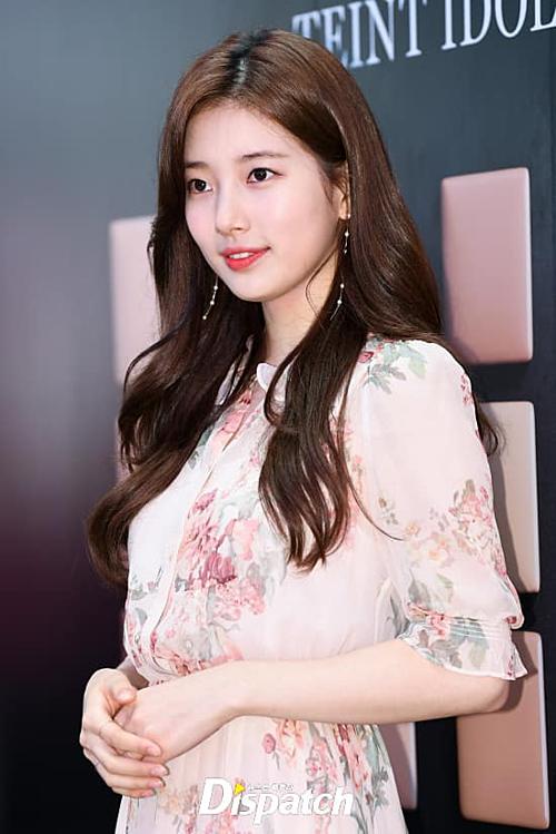 Sau 10 năm gắn bó với JYP, Suzy quyết định rời công ty, tìm kiếm con đường mới. Cô bắt đầu hợp đồng với Soop Entertainment từ tháng 4/2019. Nhiều fan cho rằng đây là quyết định đúng đắn bởi Suzy sẽ được tập trung phát triển sự nghiệp cá nhân hơn lúc còn ở JYP.