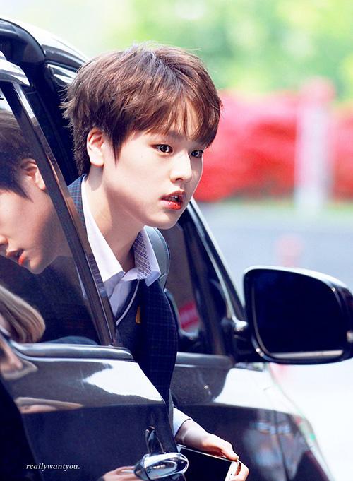Nam Do Hyun mới 16 tuổi nhưng đang là nhân tố tiềm năng của Produce X101. Thứ hạng của anh chàng nhảy vọt qua từng tập và đang hút fan ầm ầm. Báo Hàn còn ca ngợi Do Hyun là Kang Daniel thứ hai khi sở hữu tài năng vượt trội, ngoại hình vừa đáng yêu vừa nam tính.