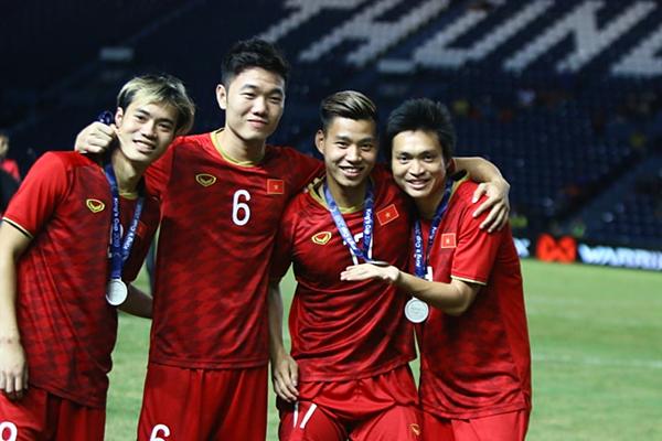 Nụ cười sau trận đấu của các tuyển thủ Việt Nam. Ảnh: Đức Đồng.