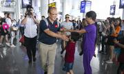 Đội tuyển Việt Nam được chào đón khi trở về từ King's Cup