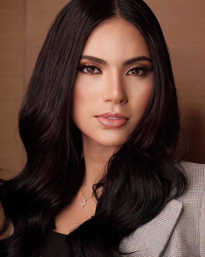 <p> Ganados sở hữu nhan sắc xinh đẹp. Cô là con lai, có mẹ là người Philippines, bố là người Palestine. Bên cạnh đó, Tân Hoa hậu Hoàn vũ Philippines là người yêu động vật. Cô nuôi một vài chú chó trong nhà.</p>