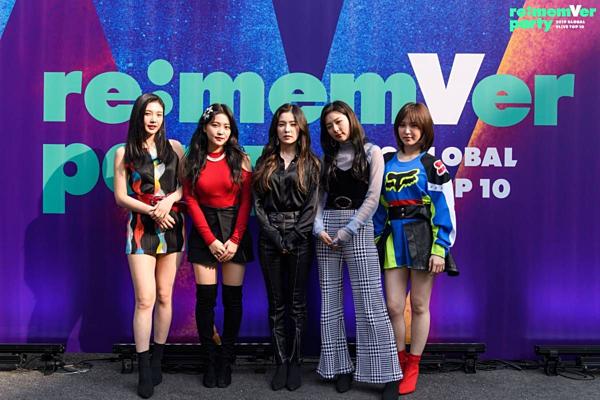 Trong một sự kiện hồi tháng 3, người hâm mộthất vọngkhi Red Velvetxuất hiện với những trang phục xấu xí và chẳngăn khớp gì với nhau.