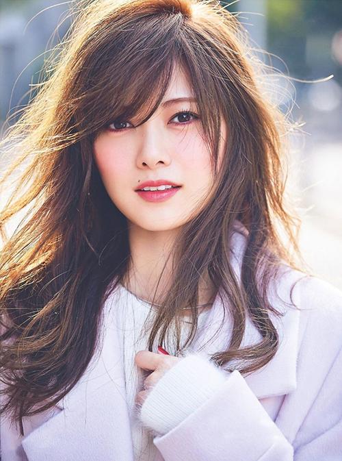 Mai Shiraishi đứng đầu bảng xếp hạng với 4.811 phiếu bình chọn. Thành viên Nogizaka46  nổi tiếng vì nhan sắc quyến rũ, được cả fan nam lẫn fan nữ yêu thích. Quyển sách ảnh của Shiraishi lập kỷ lục về doanh số. Nữ idol là gương mặt chụp ảnh tạp chí rất đắt show ở Nhật.