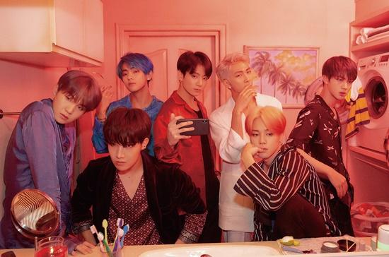 Đáp án: BTS (Bangtan Sonyeondan)