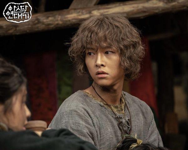 Song Joong Ki trở lại màn ảnh nhỏ sau khi lấy vợ.