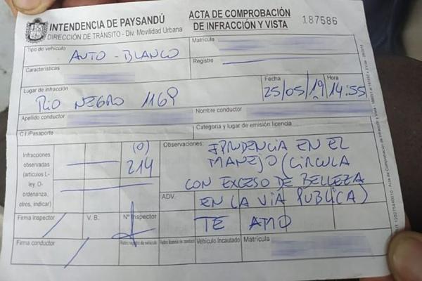 Tờ biên bản phạt của viên cảnh sát viết cho cô gái bị chia sẻ lên mạng.