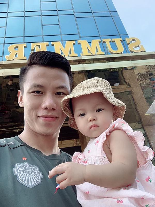 Quế Ngọc Hải và con gái Sunny.
