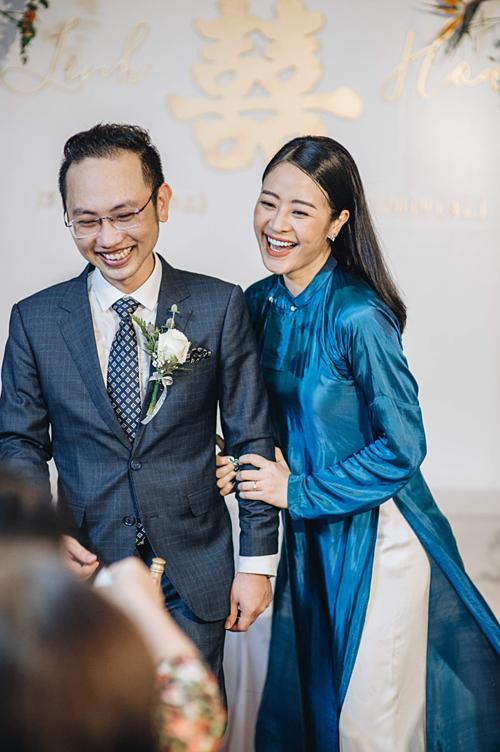 Phí Linh là người kín tiếng trong chuyện tình cảm. Khi cô công bố làm đám cưới, bạn bè, khán giả bất ngờ.