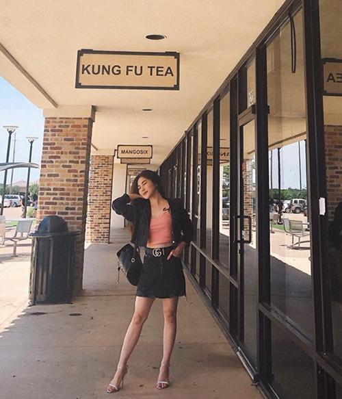 Hương Tràm khoe dáng mảnh mai trên đường phố Mỹ. Cô cho biết đang chuẩn bị những công việc cần thiết trước khi nộp hồ sơ vào trường nghệ thuật.