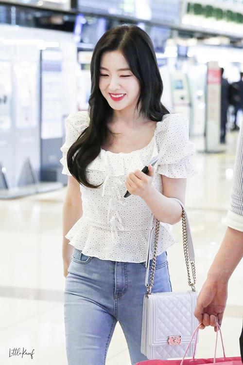 Irene xinh đẹp khi ra sân bay.