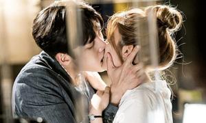 Những sao nam Hàn có cảnh hôn như muốn 'nuốt' bạn diễn