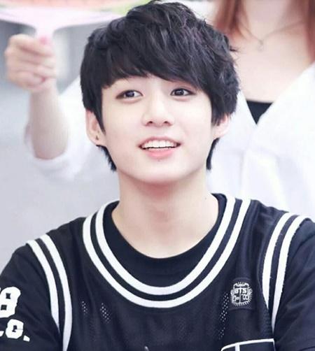 Độ tuổi debut trẻ ngỡ ngàng của loạt idol Hàn này là khi nào?