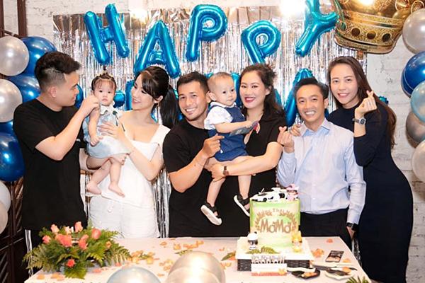 Xuất hiện tại bữa tiệc, Đàm Thu Trang bị nghi ngờ mang bầu.