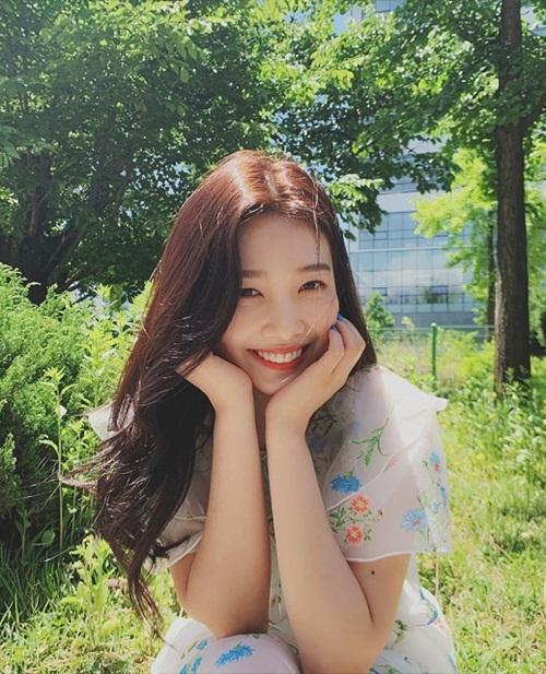 Nụ cười tỏa nắng của Joy khiến các fan muốn ngắm mãi.