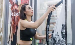 Hồng Quế tự ủi, treo đồ khi diễn vedette ở Trung Quốc