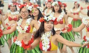 100 cô gái mặc bikini nhảy flashmob trên biển Đà Nẵng