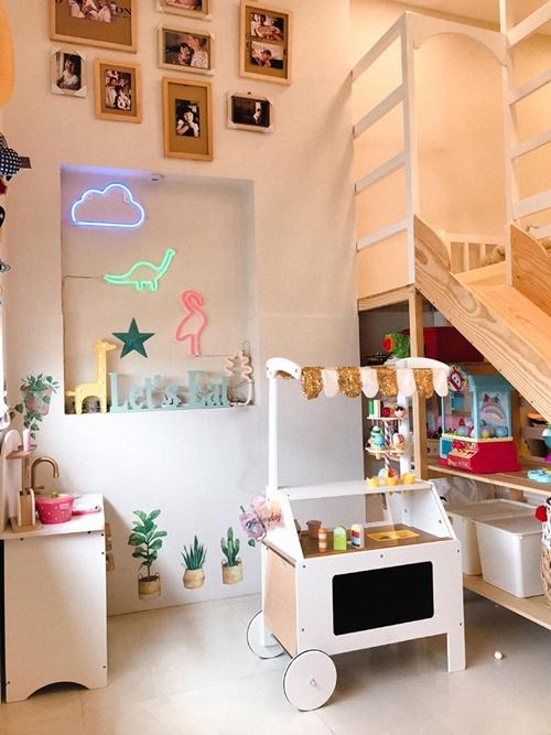 Giường tầng là món đồ duy nhất cô sắm mới cho con gái.