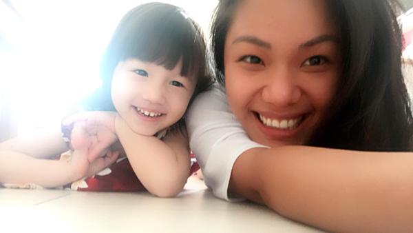 Phương Vy và con gái.