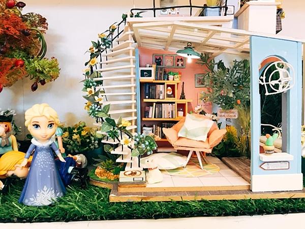 Các nhân vật hoạt hình trong những ngôi nhà tí honđược trang trí đều có phòng riêng.