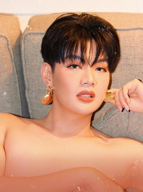Đào Bá Lộc trang điểm sexy.