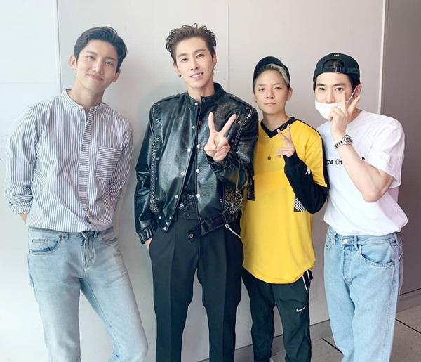 Yun Ho nhận được sự cổ vũ từ Chang Min, Amber f(x) và Su Ho khi solo.