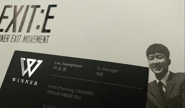 Tấm danh thiếp lộ chức vụ của Lee Seung Hoon ở công ty.