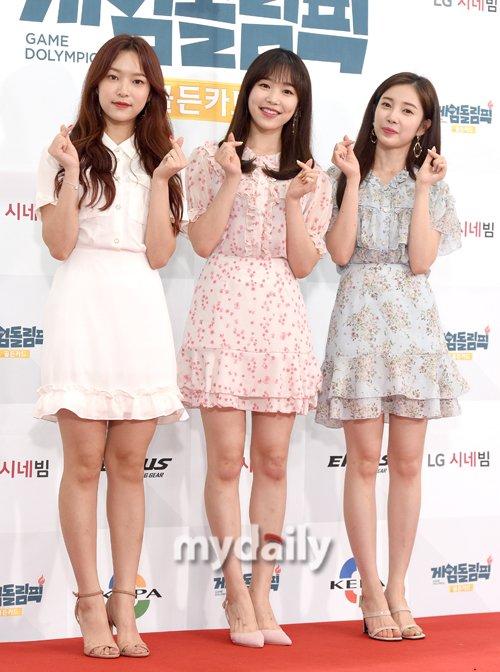 Yena, Chae Kyung và Rachel (April).