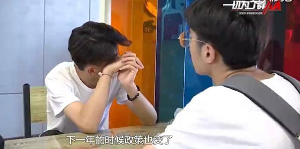Thí sinh suy sụp khi bỏ lỡ kì thi gaokao ở Trung Quốc.