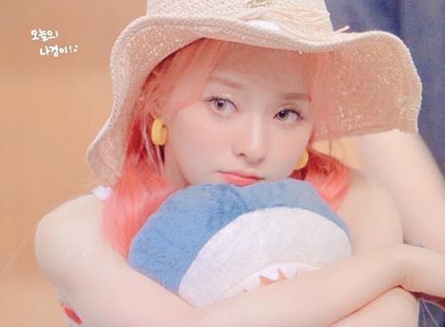 Nữ idol gây chú ý vì nhan sắc được ví như V (BTS) phiên bản nữ - 2