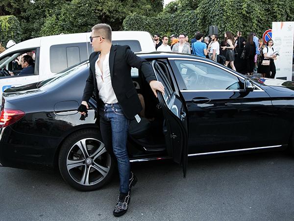 Vũ Khắc Tiệp vừa có mặt ở Italy để tham dự Milan Fashion Week mùa Xuân Hè 2020. Đây là sự kiện ông bầu thường xuyên góp mặt theo lời mời từ nhãn hàng.