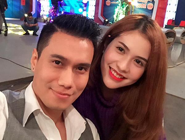 Việt Anh và vợ.