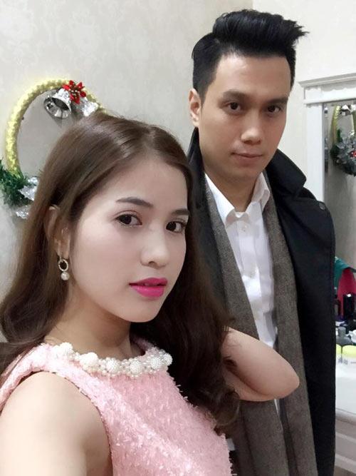 Hai tháng sau khi sinh con, Hương Trần đột ngột thay đổi trạng thái hôn nhân trên Facebook từ đã kết hôn sang độc thân. Cô dừng tương tác với chồng nhiều ngày. Tuy nhiên, khoảng hai tuần sau, cô lại lặng lẽ thay đổi trạng thái hôn nhân và đăng tải hình ảnh thân thiết cùng chồng ngầm khẳng định tình cảm khăng khít của cả hai.