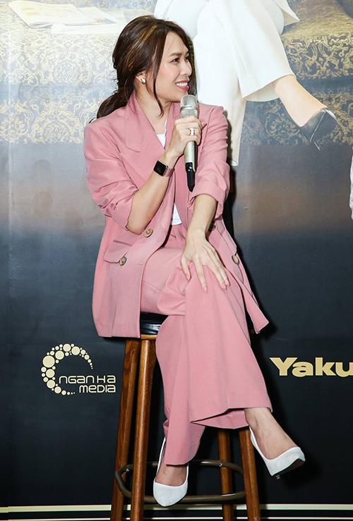 Gần đây, Mỹ Tâm cũng đặc biệt yêu thích các bộ suit vói phom dáng cách tân, giúp cô thêm hiện đại, cá tính.