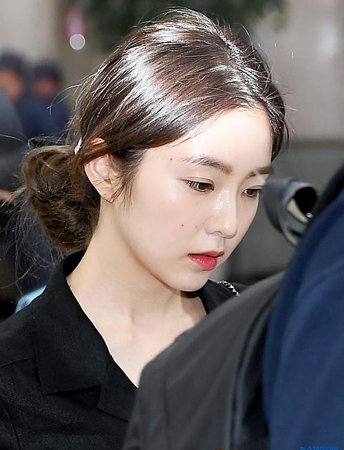 Ngày 18/6, Red Velvet hạ cánh xuống sân bay Gimpo sau lịch trình tại Nhật Bản. Trong các thành viên, Irene thu hút sự chú ý bởi vẻ ngoài xinh đẹp nổi bật.