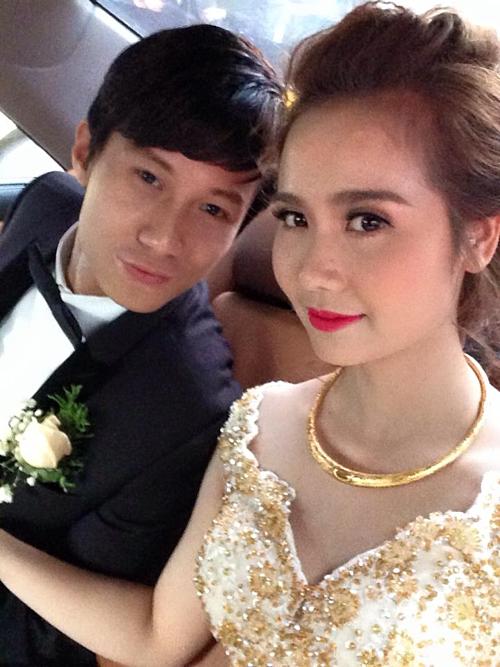 Tháng 12/2014,cô kết hôn với Lynh Hoàng, sinh năm 1983, hơn cô 7 tuổi.