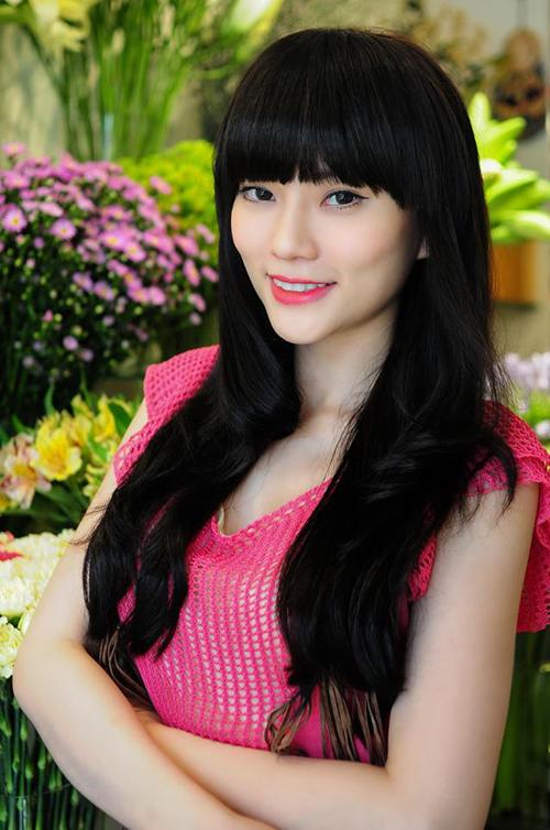 Giữa năm 2013, Thu Thủy bị nghi đụng chạm dao kéo. Gương mặt của cô ở thời điểm này bắt đầu có sự thay đổi với sống mũi cao, thẳng, cánh mũi hẹp hơn trước. Tuy nhiên người đẹp phủ nhận phẫu thuật thẩm mỹ và khẳng định do trang điểm.