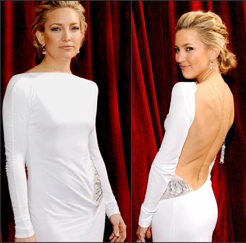 Với những chiếc váy hở táo bạo như khoe lưng trần, xẻ cao đến quá hông, khoét ngực sâu..., các người đẹp không thể diện nội y thông thường. Họ phải dùng áo silicon dạng dán, quần nội y dạng dây hoặc dán thẳng vào da để không bị lộ.