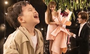 Biểu cảm phấn khích của con trai Thu Thủy khi mẹ được cầu hôn