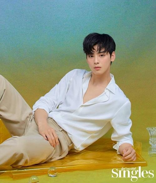 Trai đẹp Cha Eun Woo mặc sơ mi trắng khiến các fan say nắng.