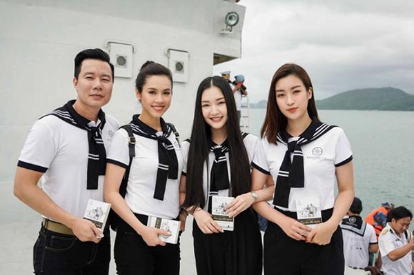 Ba người đẹp Hoàng My, Ngọc Trân, Mỹ Linh tụ hội trong một chương trình trên biển.