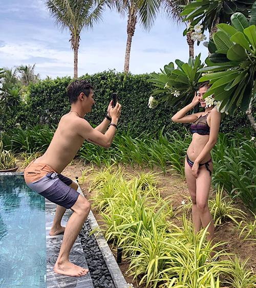 Chúng Huyền Thanh tiết lộ hậu trường chụp ảnh hài hước của cô và ông xã. Jay Quân chịu khó đứng tư thế rất có tâm để chụp hình cho vợ.
