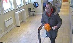 Người đàn ông vác 'súng chuối' đi cướp ngân hàng