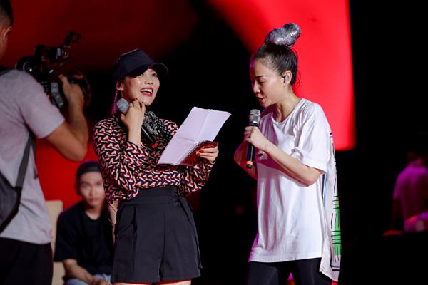 Kim So Hyang luyện tập cùng Thu Minh.