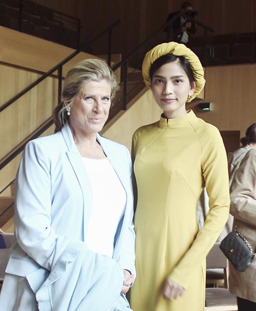Trương Thị May vừa có chuyến thăm, tham dự các hoạt động giao lưu văn hóa tại Vương quốc Bỉ. Cô hội ngộ công chúa Bỉ - bà Marie Esméralda - người chủ trì sự kiện. Đây là lần thứ hai Á hậu tham dự một sự kiện do Hoàng gia Bỉ tổ chức. Tháng 10/2018, cô từng góp mặt trong Ngày lễ hội quốc gia của Vương quốc Bỉ.