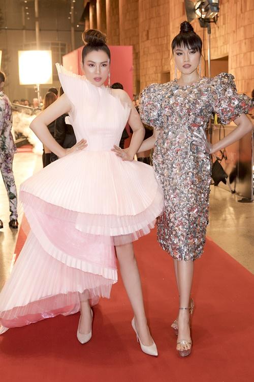Phương Lê mix váy 30 triệu đồng cùng phụ kiện hàng hiệu - 4